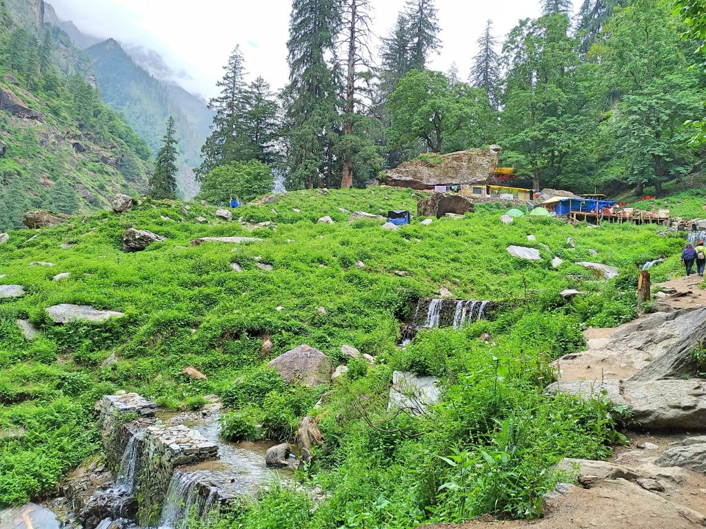 Eateries Shop on the way to Kheerganga
